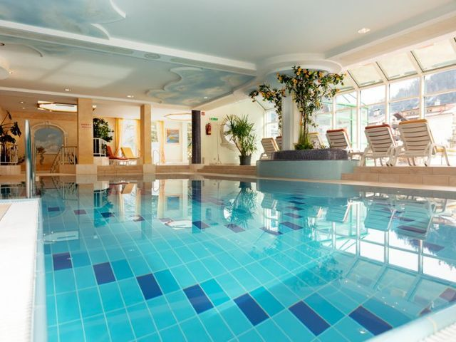 hotel-erpfendorf-indoorpool-wellnes.jpg